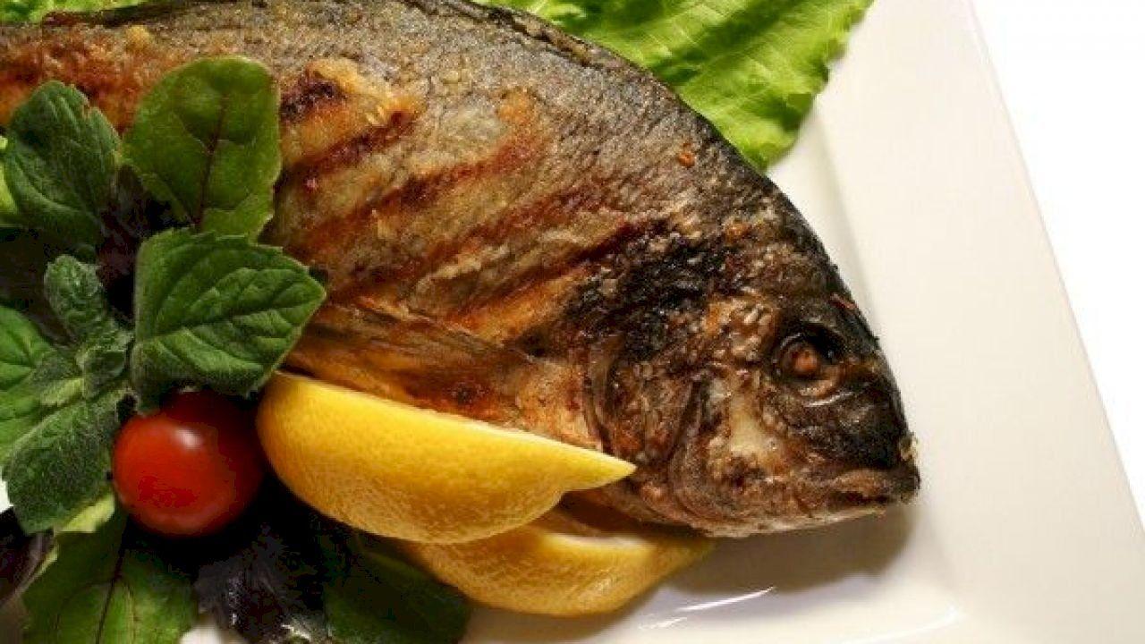 طريقة عمل سمك مشوي بالفرن Fish Grilling Dishes