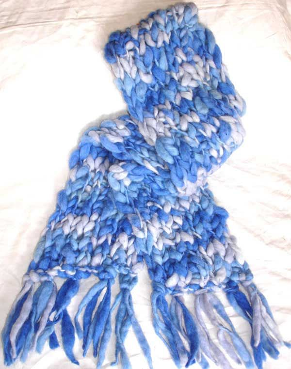 Royal blue chain pattern wool scarf
