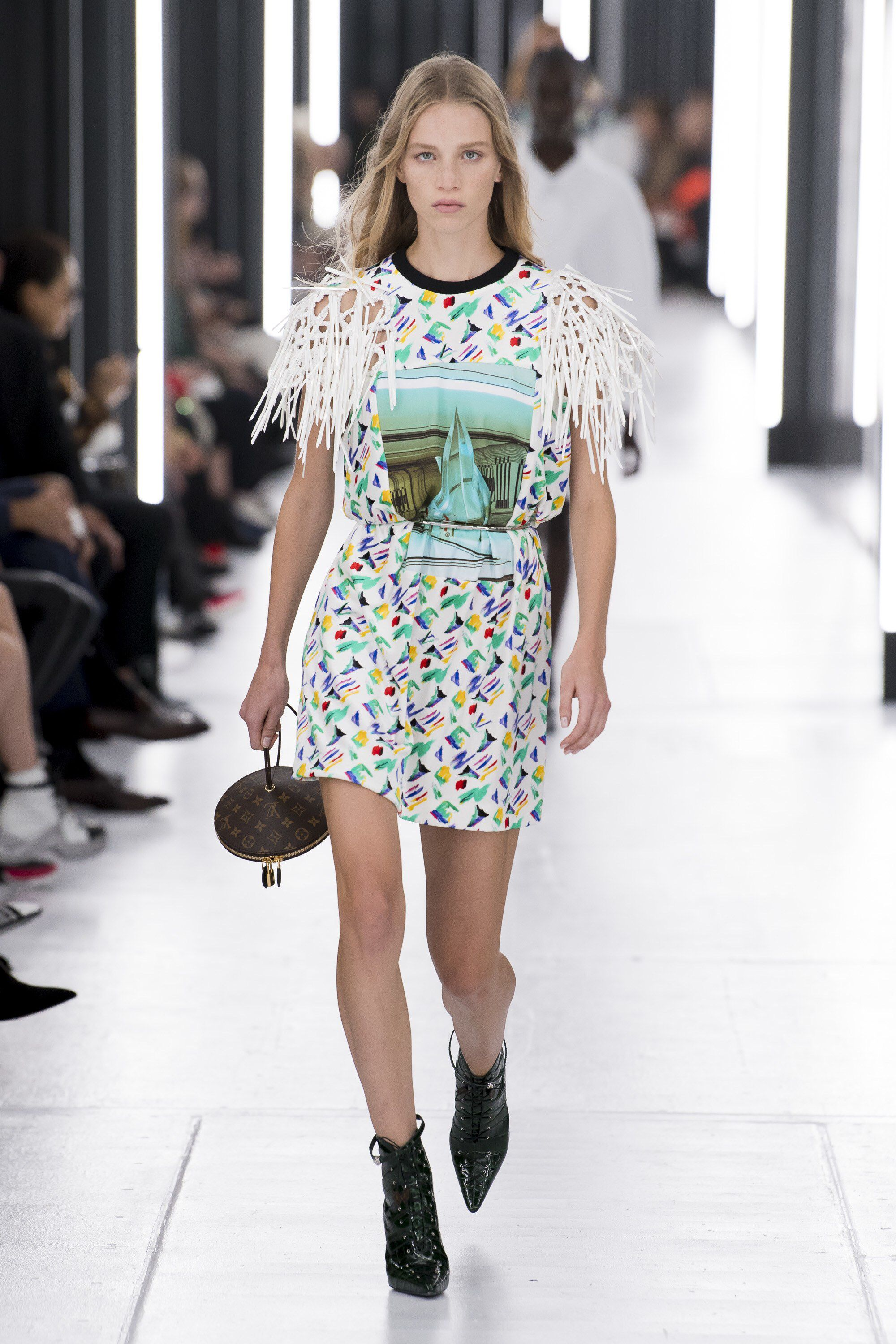0201f485eceb3 Louis Vuitton Spring 2019 Ready-to-Wear Fashion Show Collection  See the  complete Louis Vuitton Spring 2019 Ready-to-Wear collection. Look 42