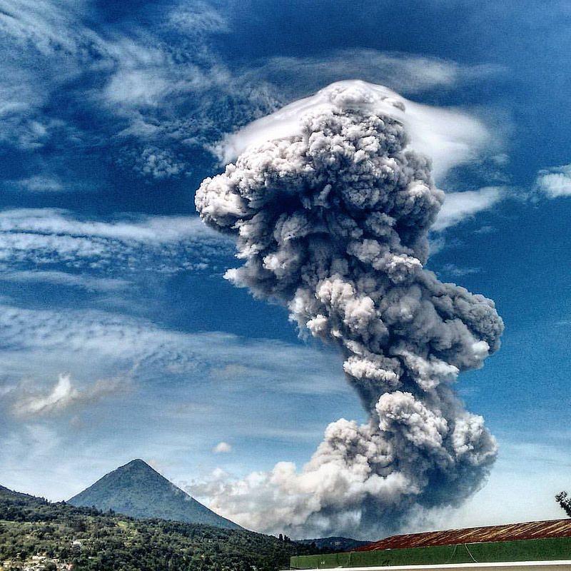 Erupción del volcán Santiaguito.