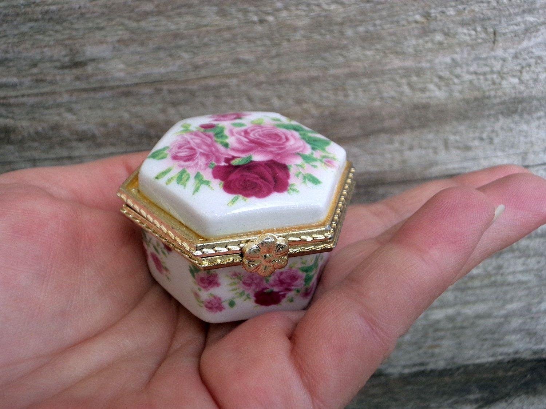 Tiny Pink Daisy Ring Box ~ Trinket Box~ Gift Box