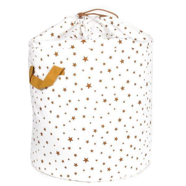 Ce sac de rangement aux imprimés d'étoiles dorées trouvera facilement sa place dans la chambre des enfants pour une déco originale et ordonnée !