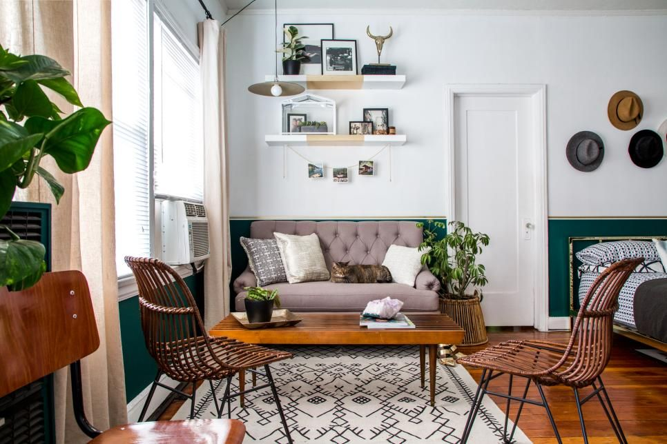A small studio apartment gets a large dose of function and - Studio apartment furniture layout ...