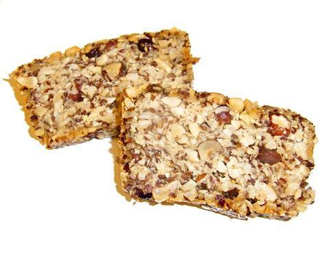 Nussbrot - glutenfrei, zuckerfrei und ohne Milchprodukte - nur Studentenfutter mit Trockenobst