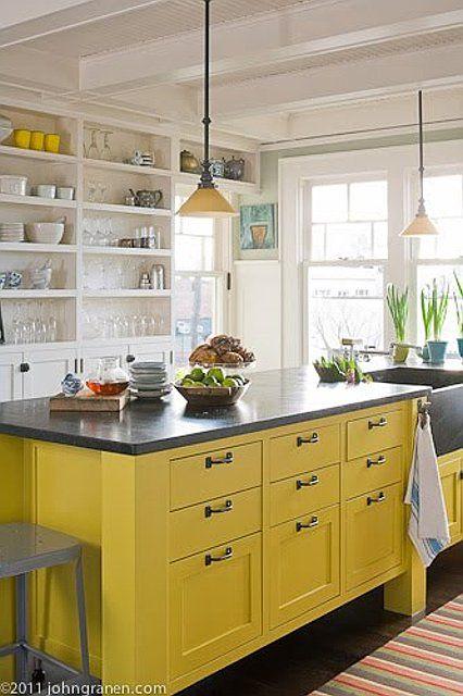 die besten 25 gelbe k chenschr nke ideen auf pinterest gelbe k chenw nde gelb k chen und. Black Bedroom Furniture Sets. Home Design Ideas