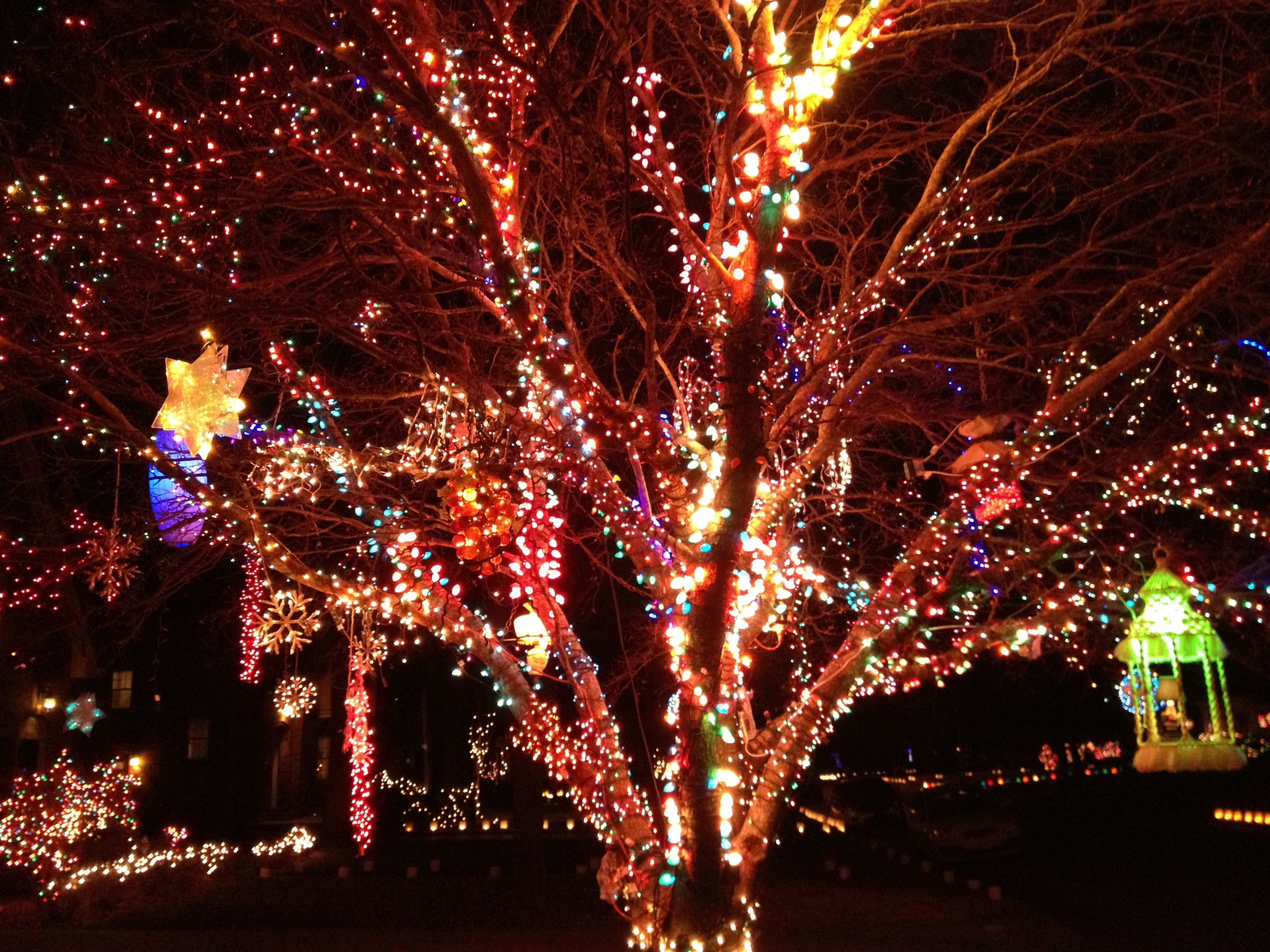 Christmas Lights In Wichita Ks.Outdoor Christmas Tree In Wichita Ks With Hanging Swag Lamps