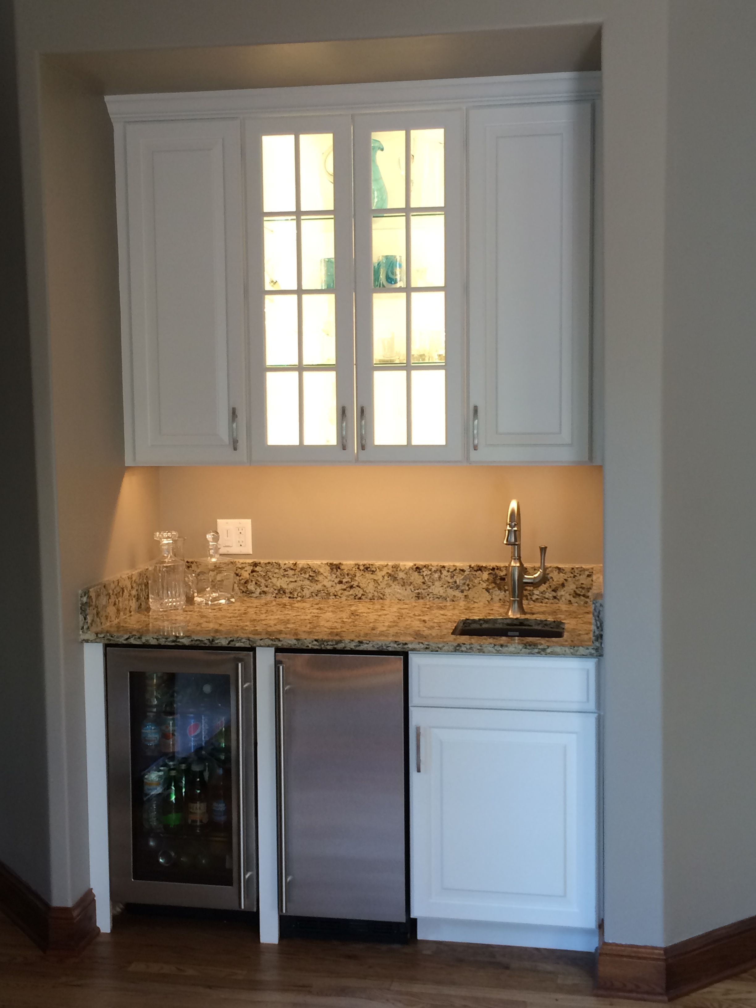 Kitchen Wet Bar W Beverage Center And Built In Ice Maker Great For Entertaining