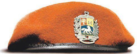 Boina roja de la 42 Brigada de Infantería Paracaidista del Ejército  Nacional de Venezuela   Red beret of the 42nd Airborne Infantry Brigade of  the ... 5b2d9e85158