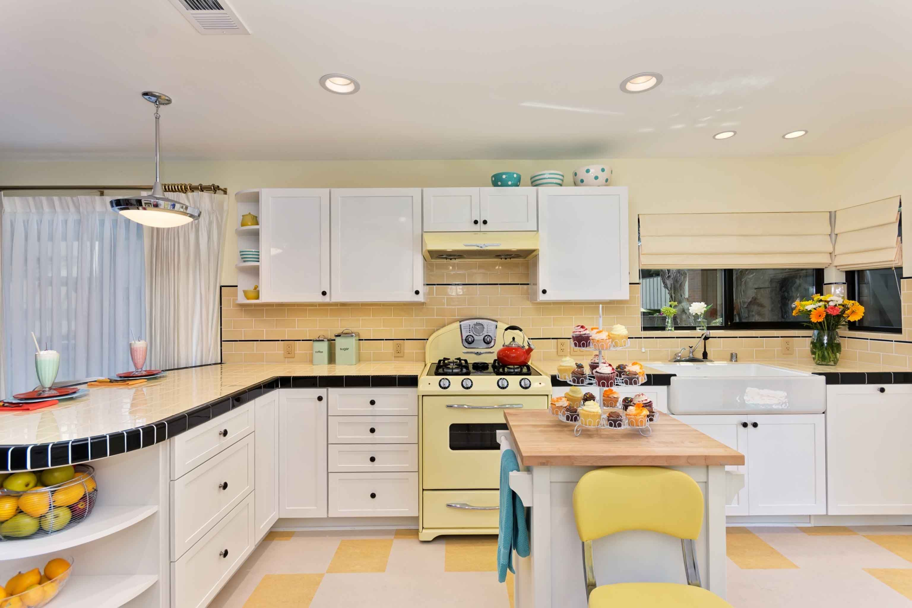 Captivating Classic White And Warm Yellow Kitchen Ideas Kitchen Inspiration Design Tile Countertops Kitchen Modern Kitchen Design