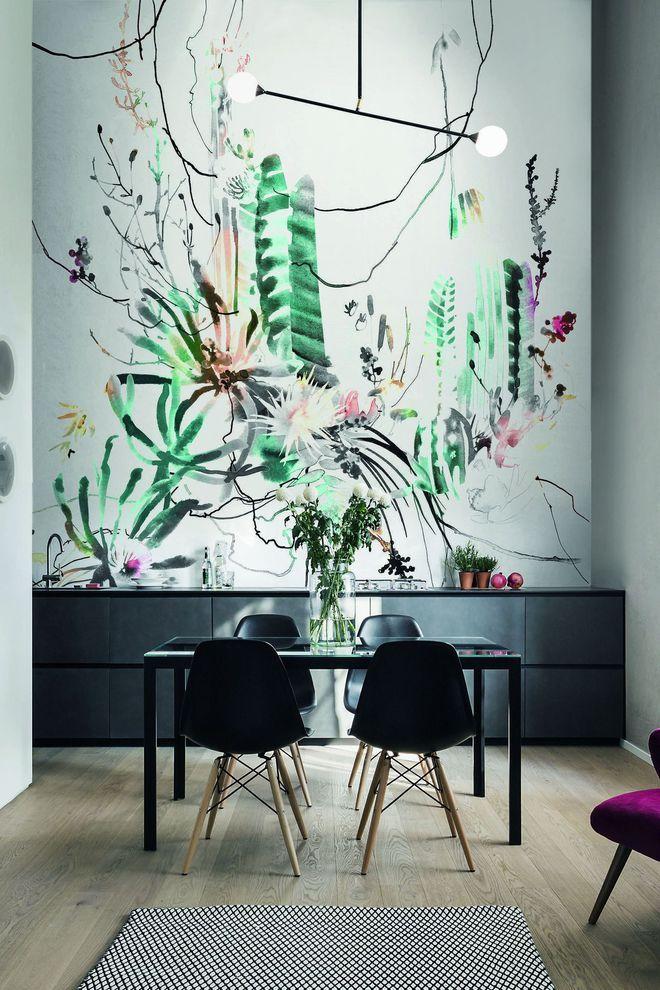 Du papier peint façon aquarelle et du mobilier design noir