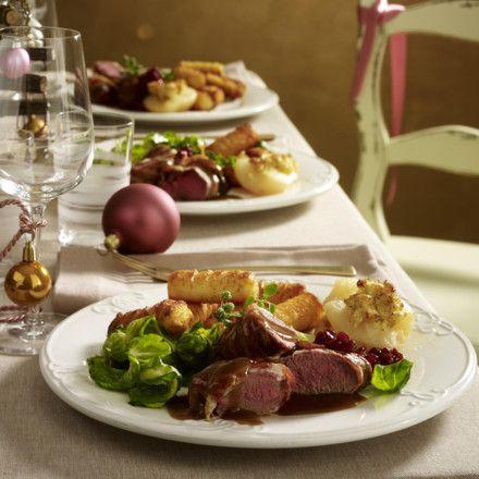 rehmedaillons mit gratinierten camembertbirnen rezept in 2019 weihnachtsleckereien meat. Black Bedroom Furniture Sets. Home Design Ideas