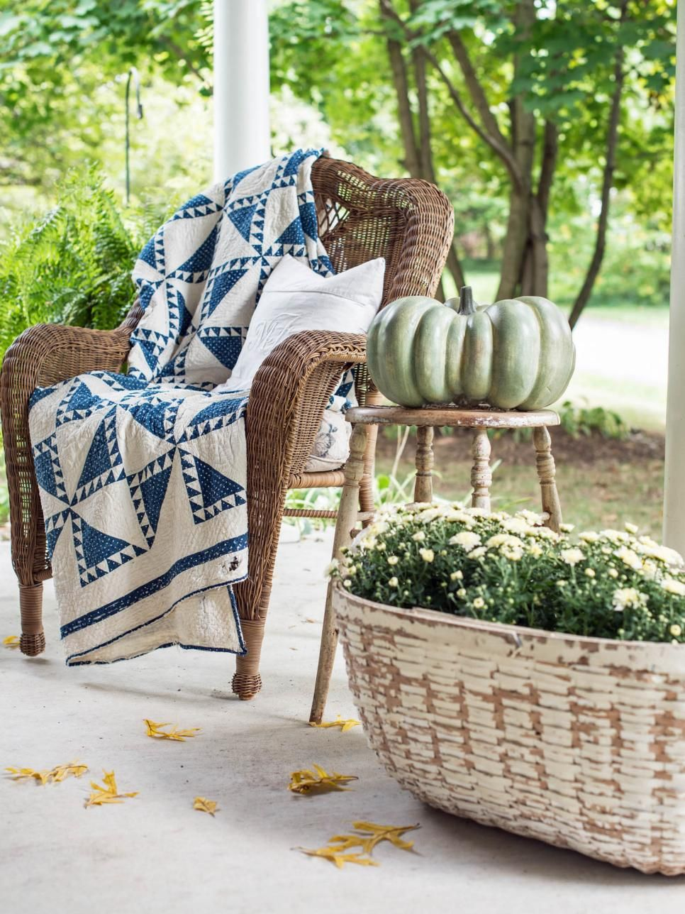 The fall decorating experts at HGTVcom share