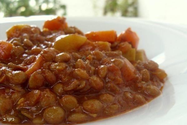 נזיד עדשים וירקות, לפעמים מנה אחת עושה את כל הארוחה, תבשיל עשיר סמיך טעים שממלא את הבטן הוא כל כך משביע שלא בטוח שצריך להכין עוד משהו בתאבון