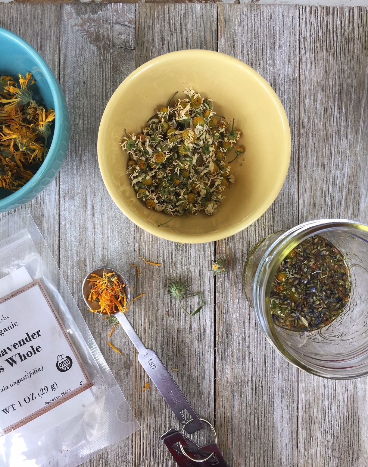 Calming Calendula Face Oil with Lavender & Chamomile | DIY Face Serum for Redness | Herbal Home Remedies | My Healthy Homemade Life | #diy #calendula #skin #AntioxidantFaceSerum #HydratingFaceSerum #FaceScrubHomemade #faceserum