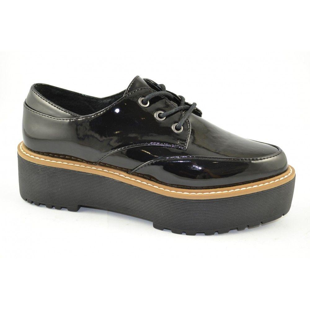 #Zapatos casual con cordones en materiales patent charol negros y plataformas seguidas de goma de 4cm. de altira de la marca de moda SIXTYSEVEN.