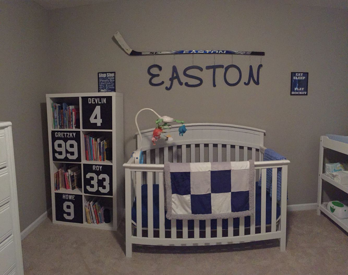 Boys hockey bedroom ideas - Hockey Nursery Diy Hockey Stick Name Hanger