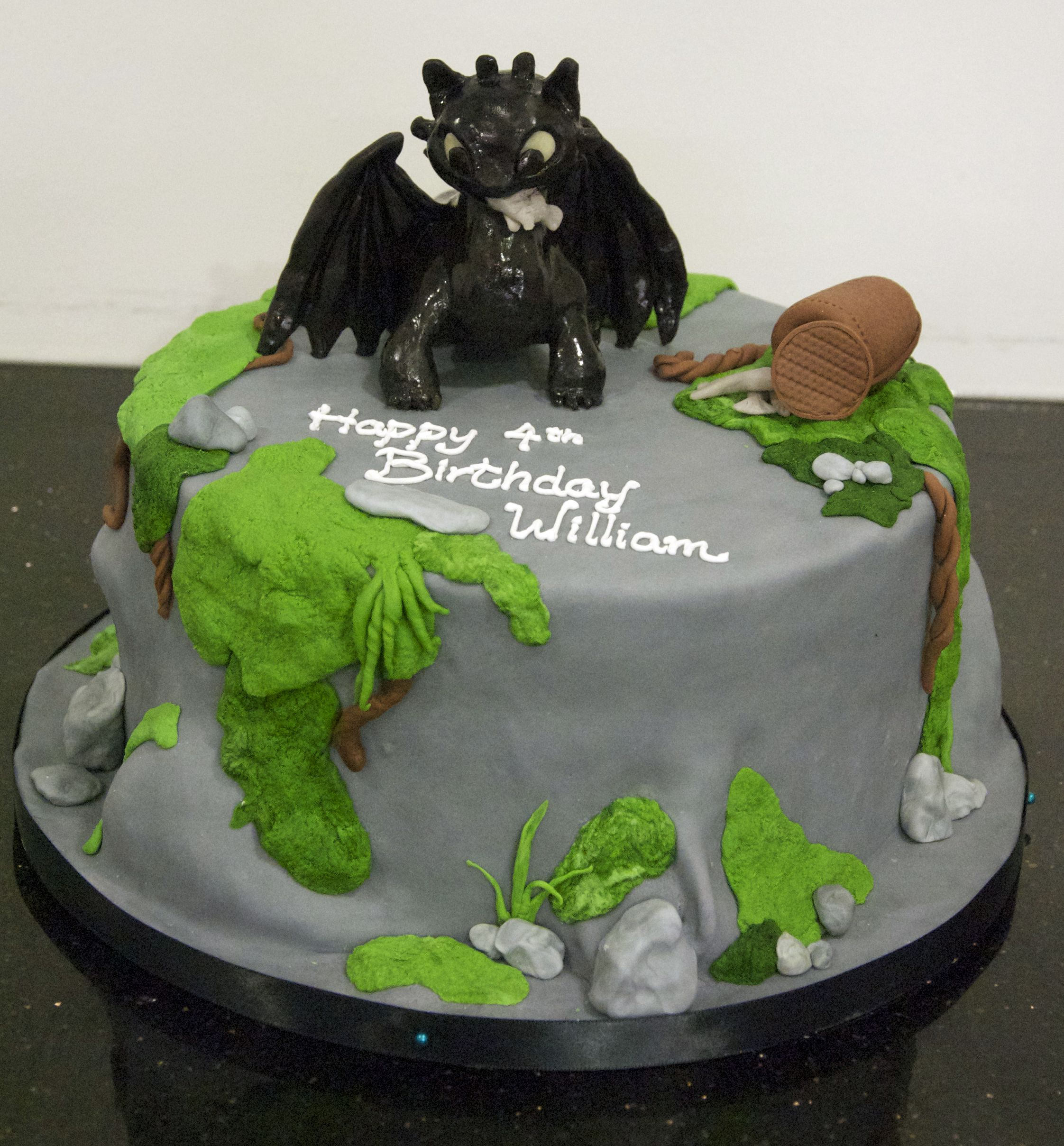 How To Train Your Dragon Cake Pan