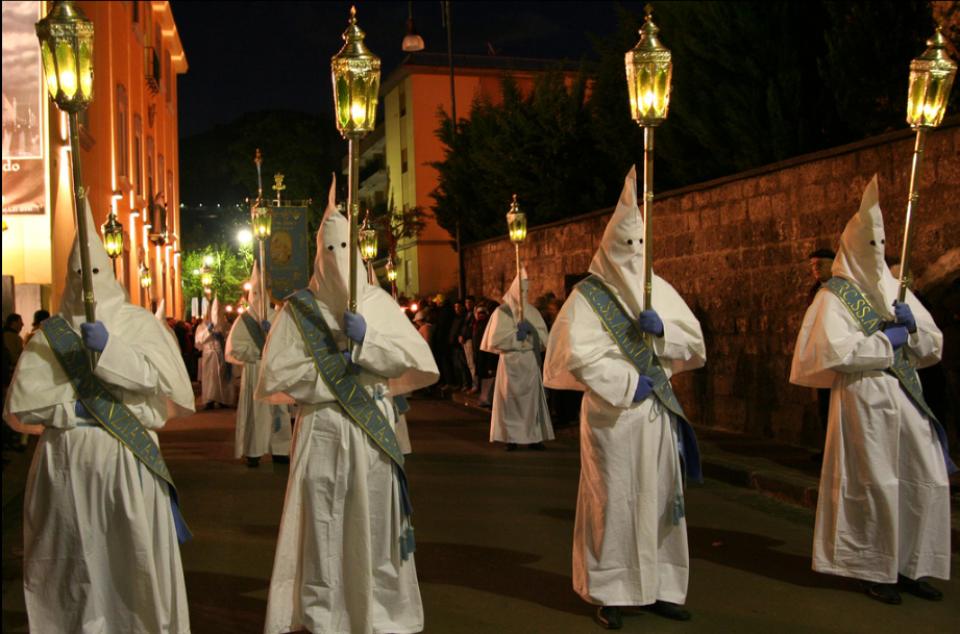 (White Procession)