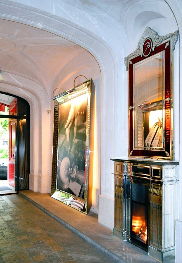 Hallway To The La Cristal Room Baccarat Located On The First Floor Of The Baccarat Museum In The 16th Arrondissement Paris France With Images Paris Great View Baccarat