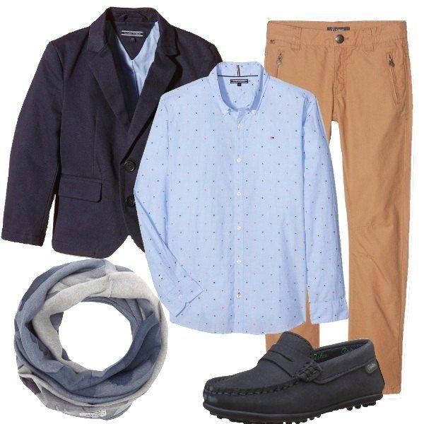 Outfit Elegante Composto Da Giacca Blu In Cotone Abbinata Ad Una