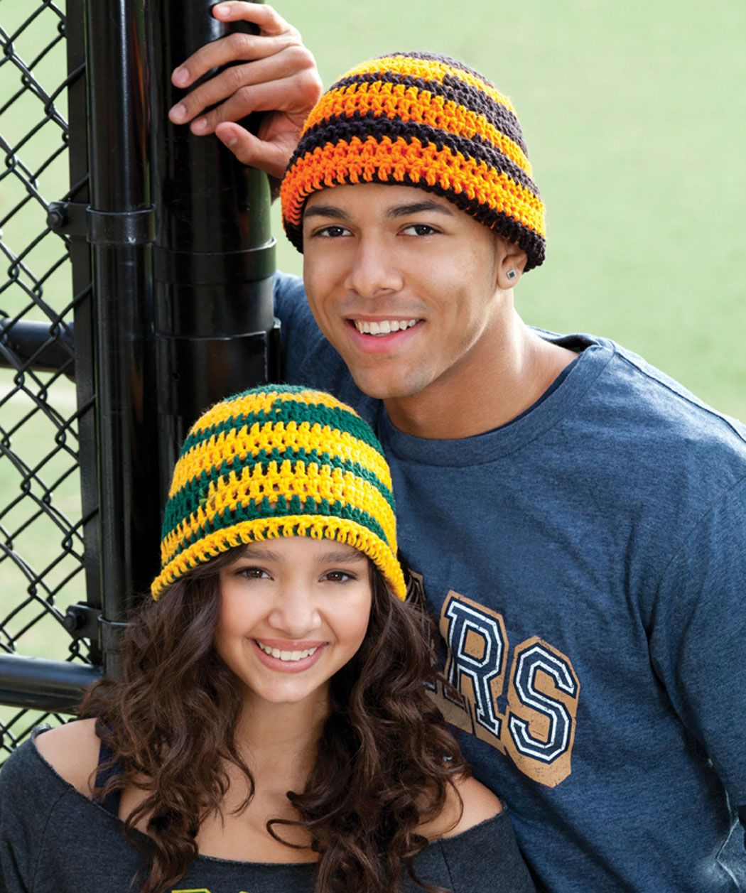 This yarn comes in favorite team colors to make it easy to show your spirit! This beginner crochet pattern is great for making hats for all your friends or for learning to crochet.