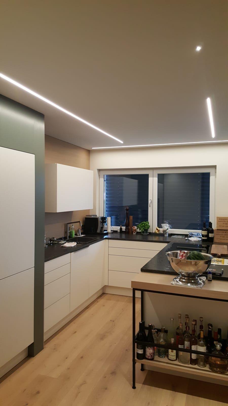 Indirekte Kuchen Beleuchtung Mit Modernen Led Leisten In 2020 Indirekte Beleuchtung Led Leisten Beleuchtung