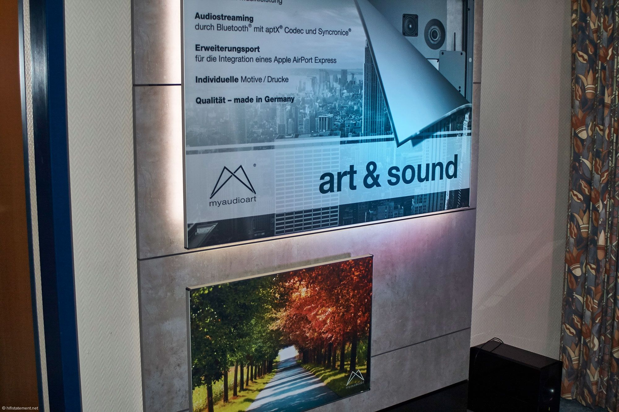 Audioart im sauerländischen Schmallenberg stellt diese aktiven Lautsprecher-Panels in zwei Größen her. Sie sind per se stereo konzipiert, können aber auch mono betrieben und durch ein zweites Exemplar ergänzt werden. Digitale und analoge Schnittstellen ermöglichen vielseitige Kombination. Die Fronten werden dem Kunden-Wunsch entsprechend gestaltet