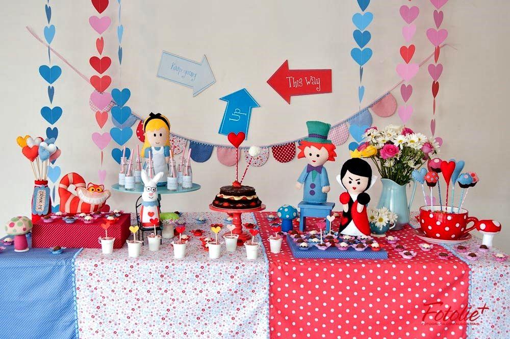kit para locação festa Alice no País das Maravilhas - www.minimimofestas.com.br