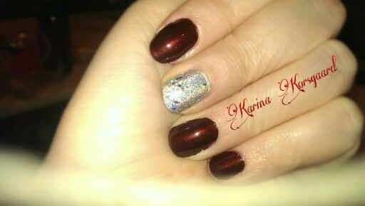 Christmas nails with holo glitter