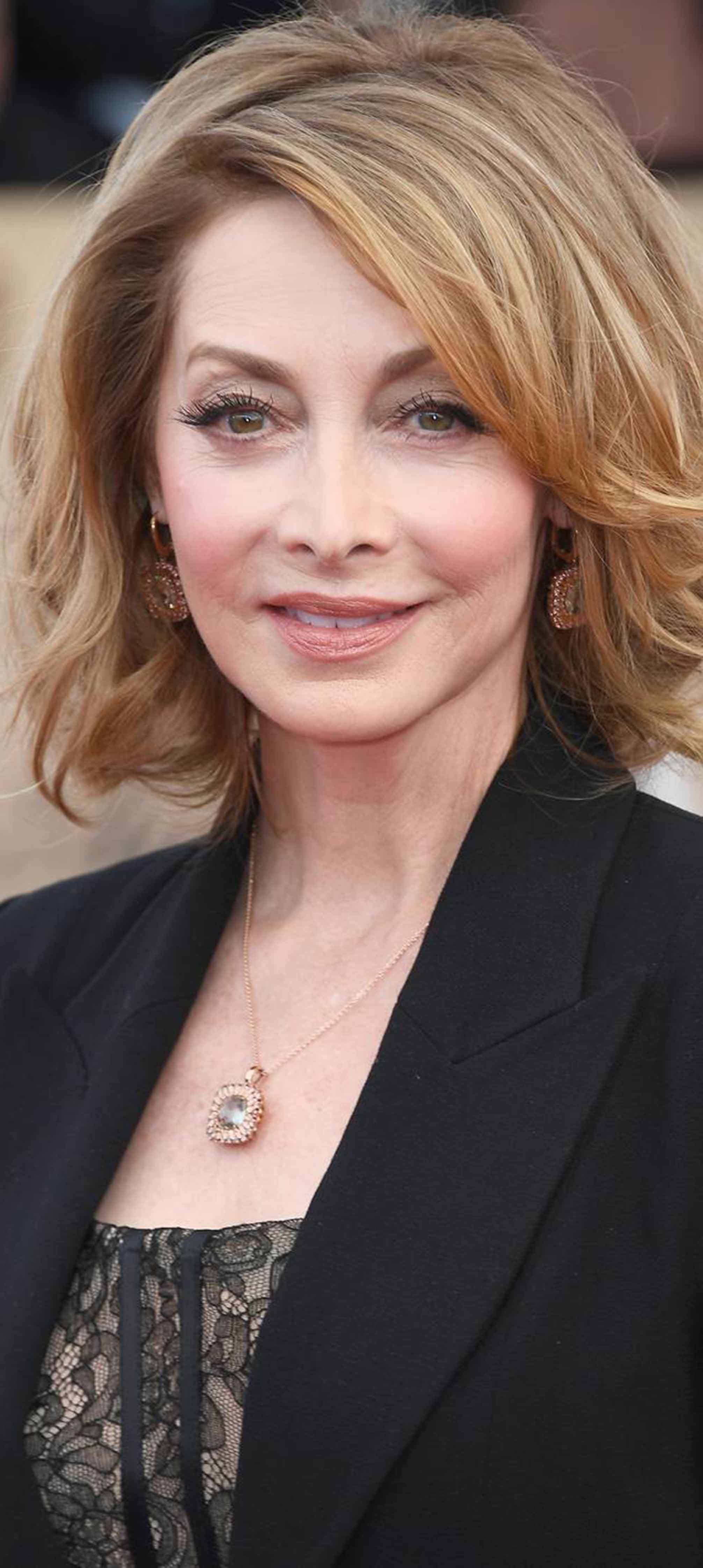 pin by maty cise on sharon lawrence | hair cuts, sharon