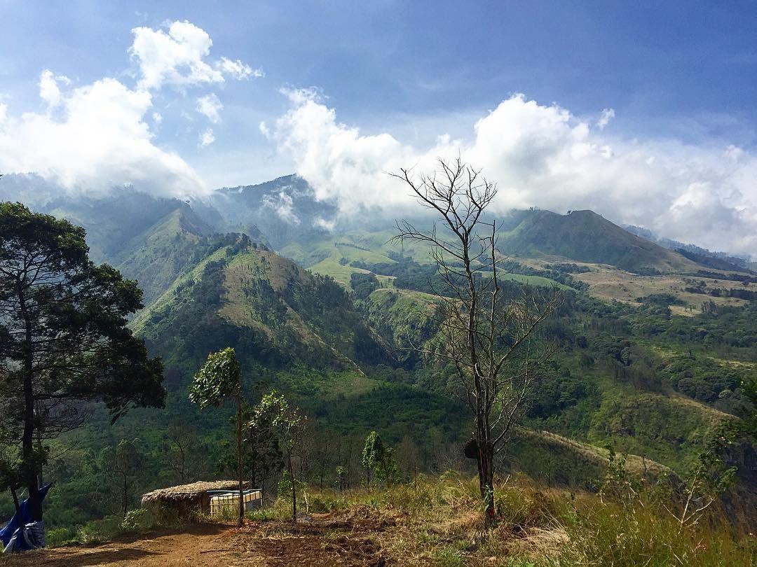 Bukit Budug Asu Temukan Pemandangan Berbeda Di Malang Jawa Timur Dengan Gambar Pemandangan Alam Indonesia