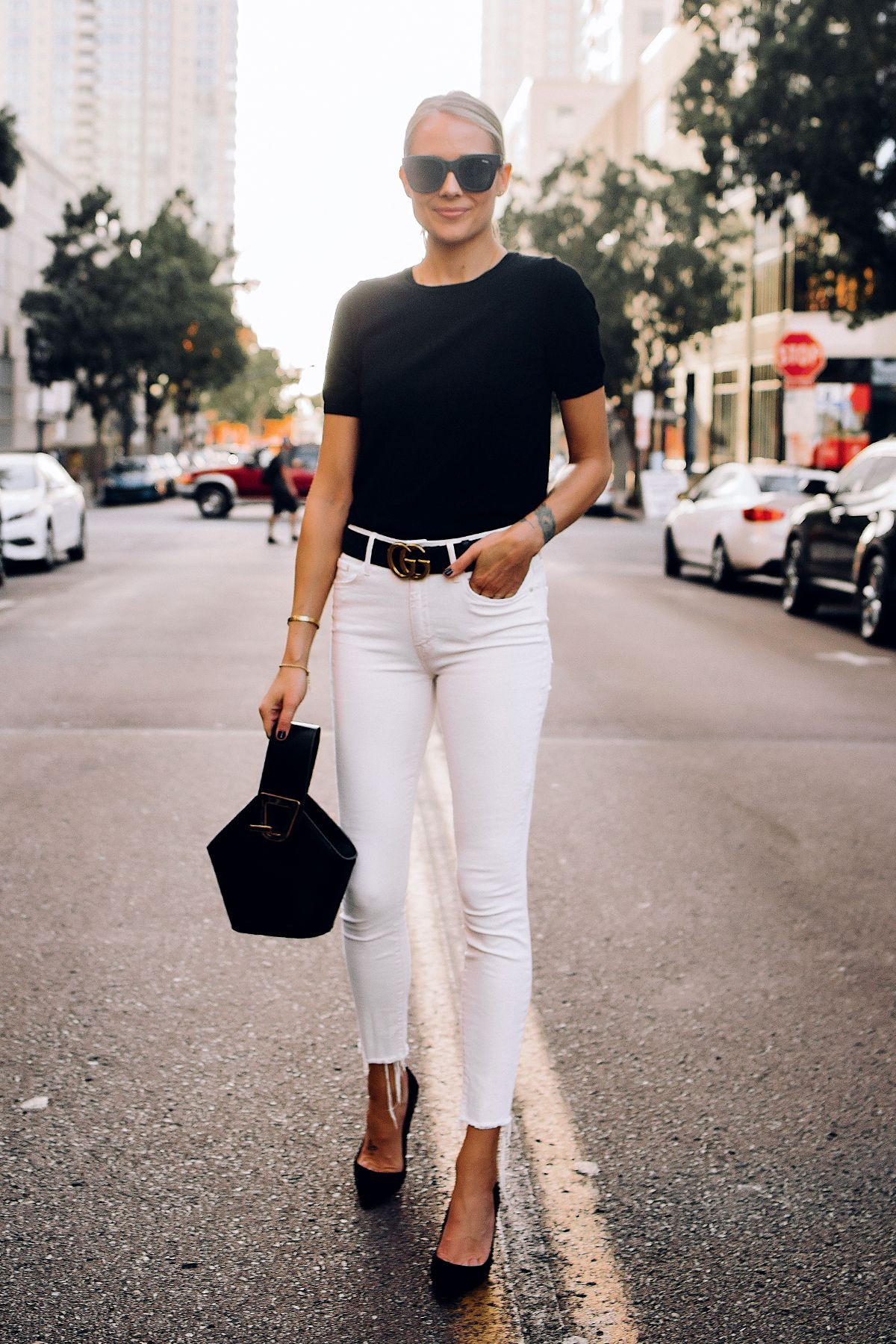 Blonde Woman Wearing Black Short Sleeve Sweater Raw Hem White Skinny Jeans  Black Pumps Black Gucci Belt Blac…   Fashion jackson, Fashion, Short sleeve  black sweater