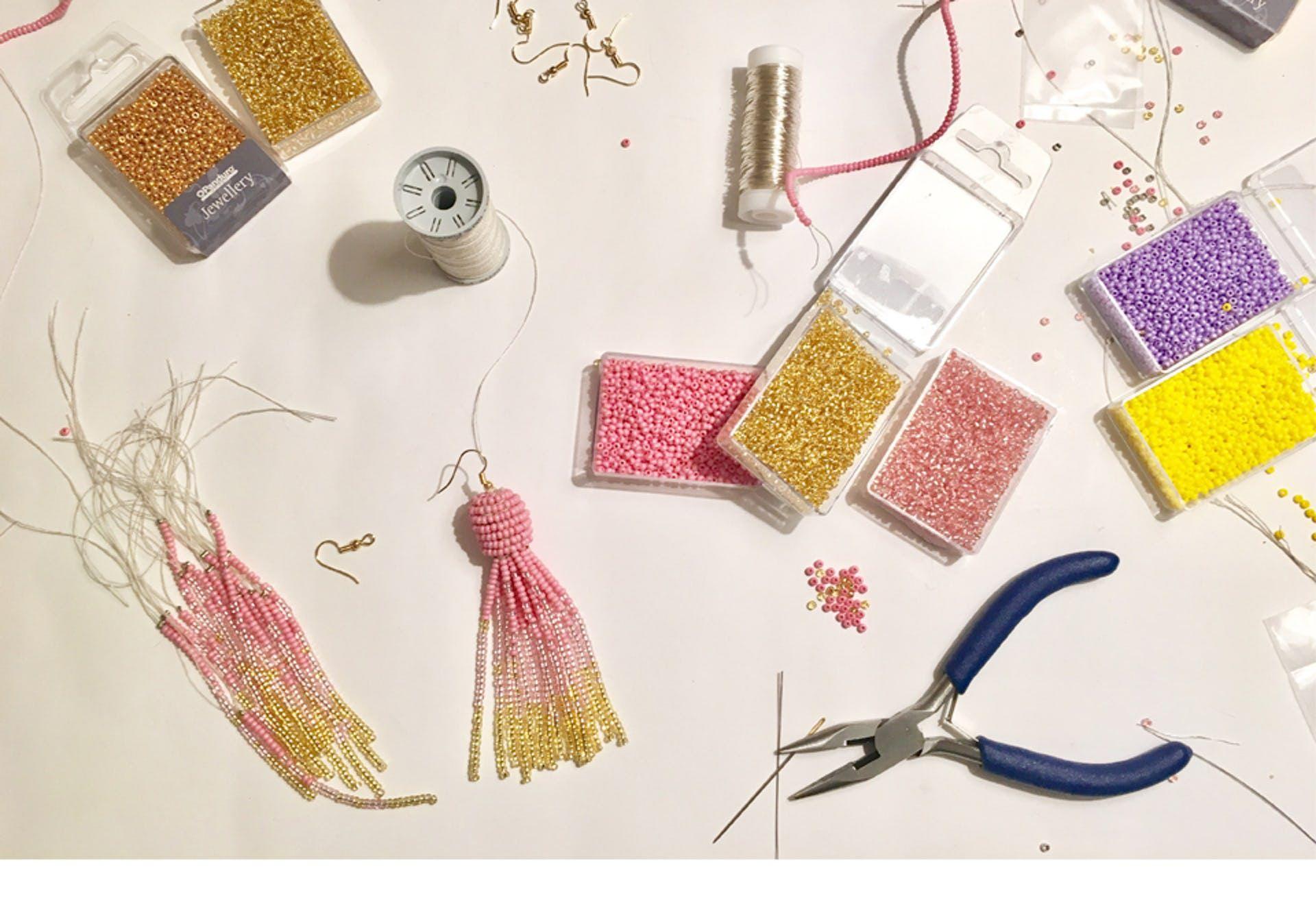 DIY til kvastøreringe: Sådan laver du de populære it-øreringe