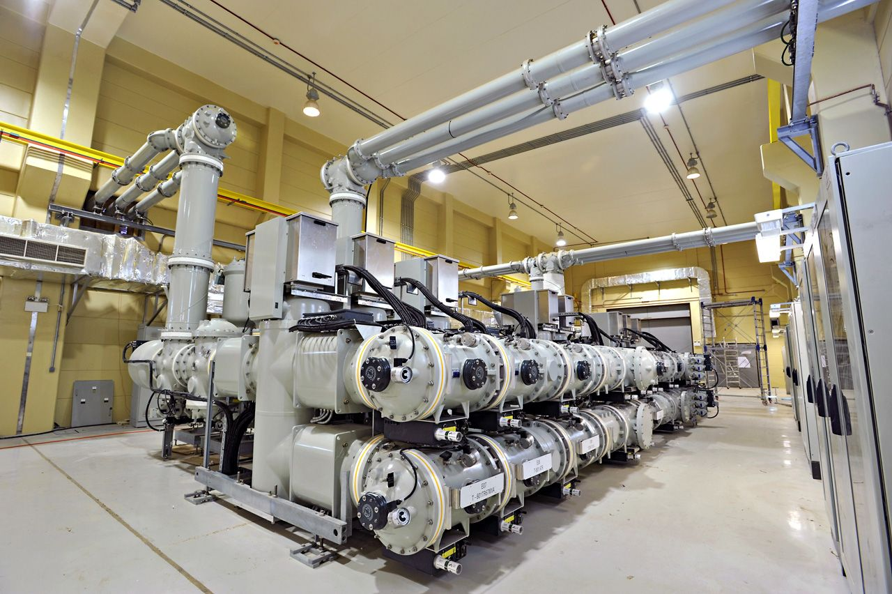 145kv Gas Insulated Switchgear F35 At The Shuqaiq Hv Substation In Korndrfer Autotransformer Starter Wikipedia Free Encyclopedia Saudi Arabia