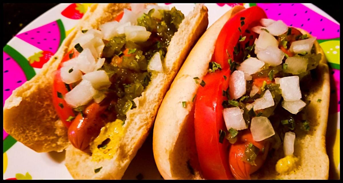 Chicagostyle hot dogs ww chicago style hot dog cafe