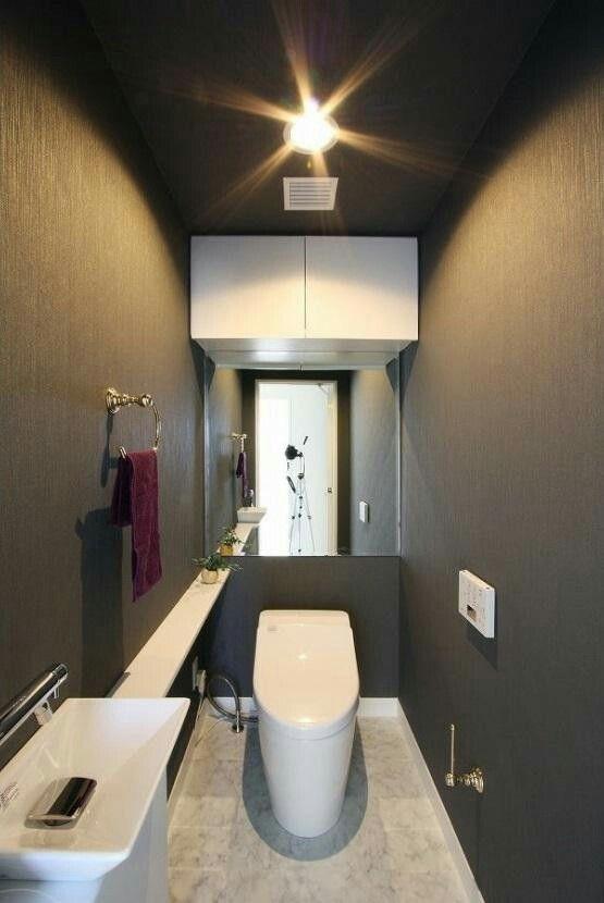 黒のクロスをつかったトイレは暗い印象になるかなと思いがちですが