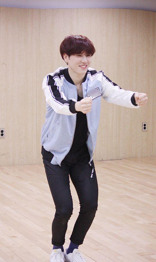 Yugyeom - [Star cast] GOT7 'Fly' point choreography classes