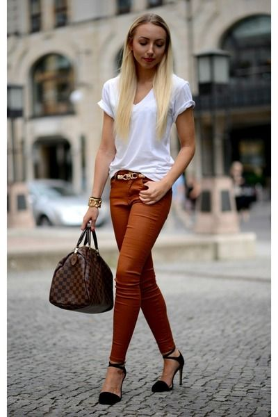 f9b74e4a133252 Great way to wear those colored jeans! Burnt orange Zara jeans - white  American Apparel shirt and Black Zara sandals