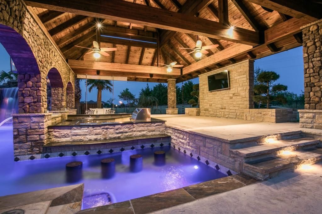 Fantastic Multi Use Pool Area With Swim Up Bar Built In