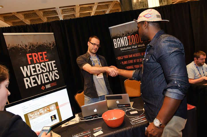 @Bandzoogle gets up close and personal with Seminar goers #NMS2013