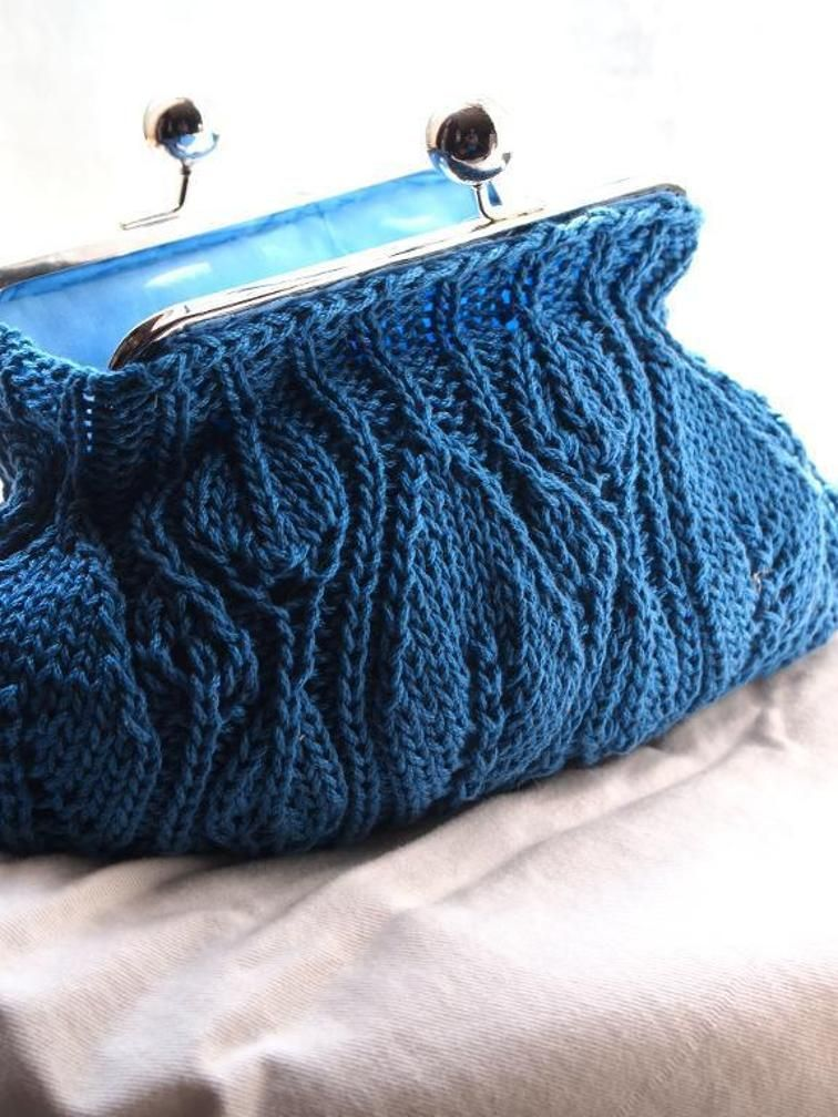 Leafy Clutch   Coin purse pattern, Knitting patterns ...
