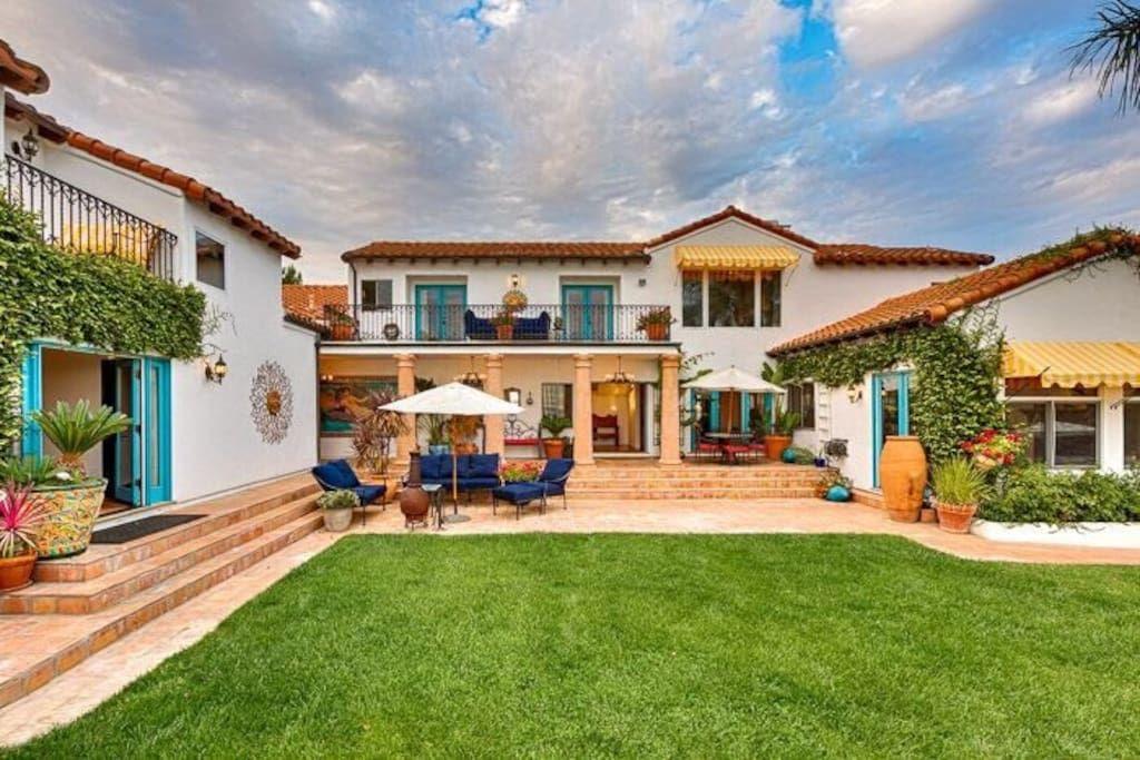 Deluxe Ocean View Villa in Malibu Houses for Rent in