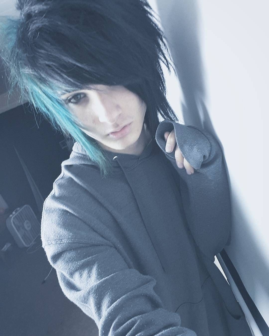 Pin By Stitch Dont Feel Quite Right On Emo Scene Boys Cute Emo Boys Emo Boy Hair Cute Emo