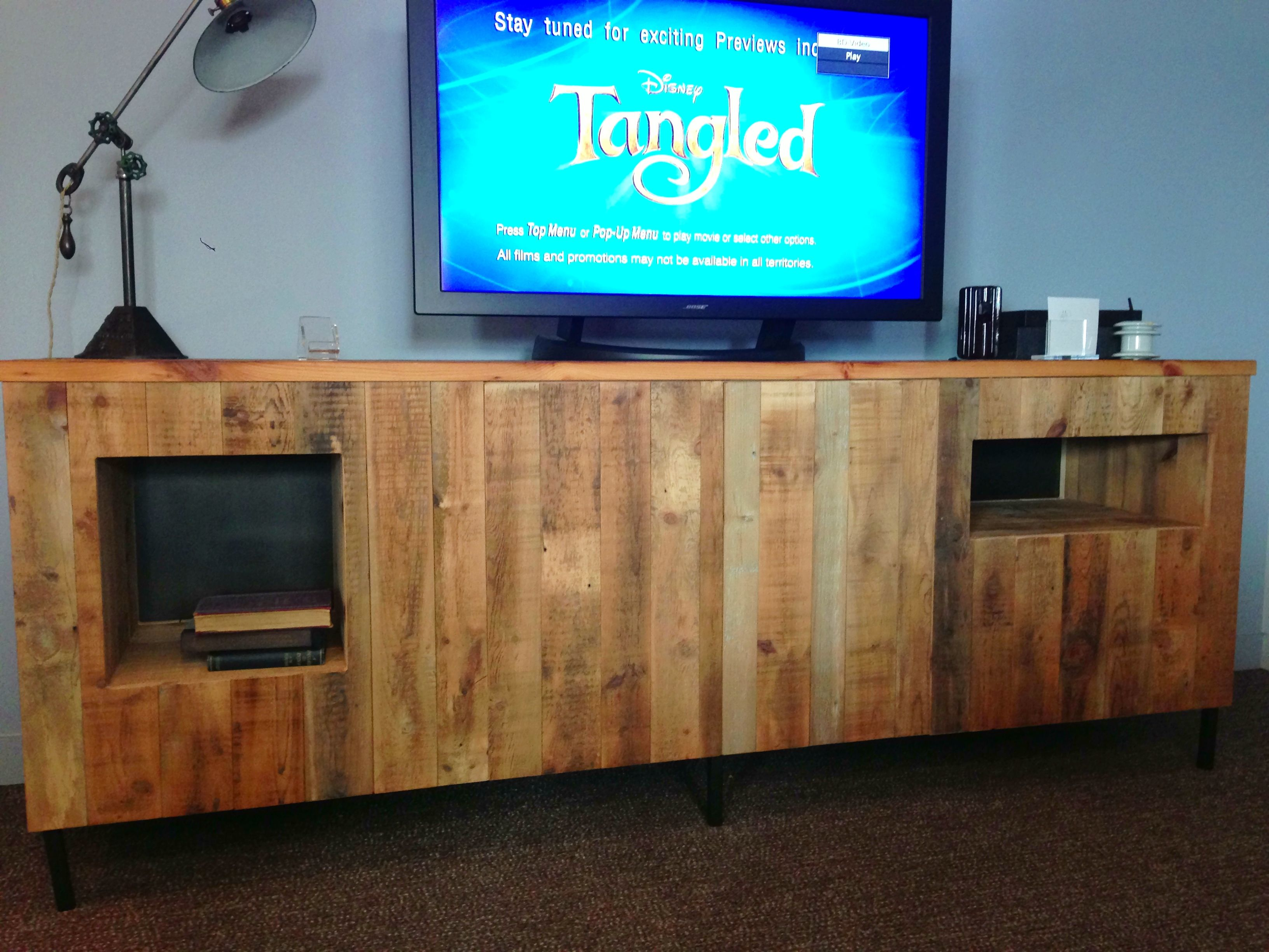 Wooden pallet craft projects - Wood Pallet Tv Stand Diy Project