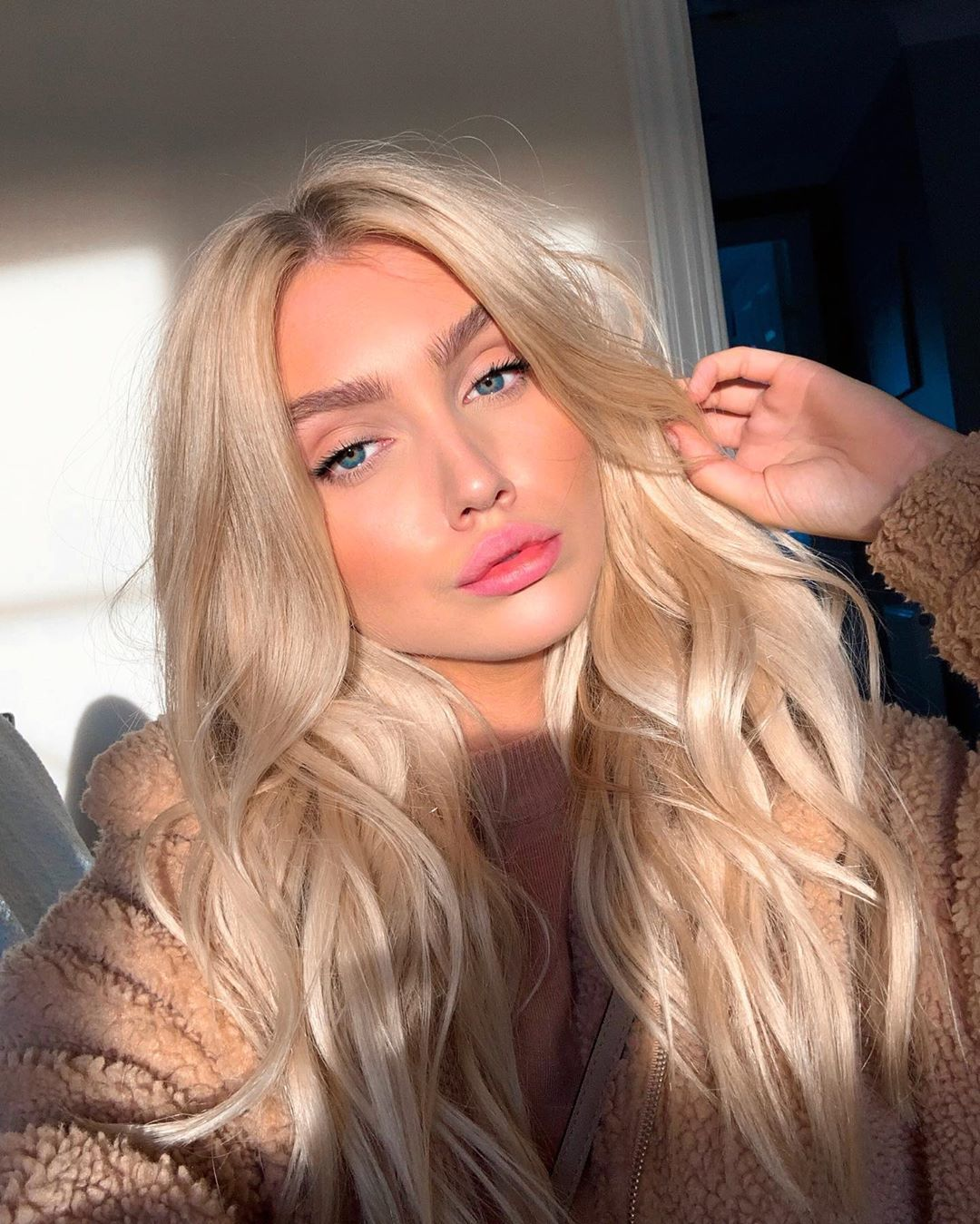 """LIZZY TURNER on Instagram: """"AD- So for the past few weeks I've been using @amika_uk products to get my hair back into better condition and to also keep my blonde nice…"""" #blondehair"""
