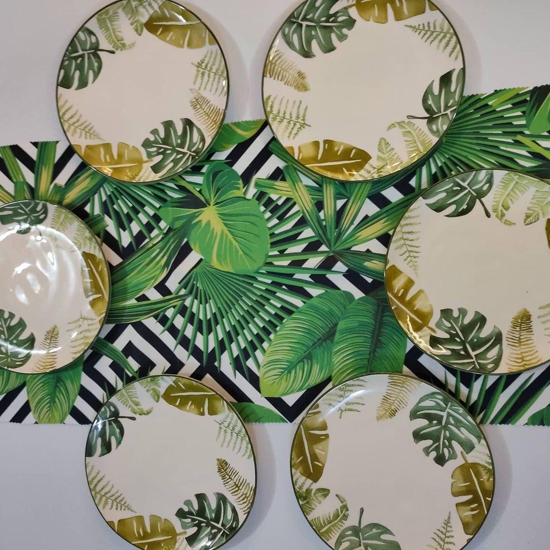بيت العائلة On Instagram صحون تروبيكال تركي ماركة كوزفا القياس ٢٦ سم السعر ٢٠ الف دينار مفرش الامازون مخمل السعر ٦ الاف دينار توصيل Tableware Plates Kitchen