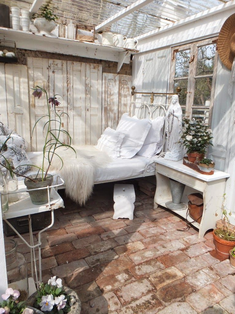 ein bett im wintergarten :d | veranda | pinterest | wintergärten, Gartengerate ideen