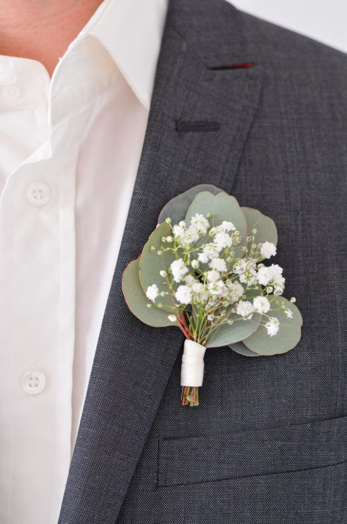Eucalyptus combined with gypsophila for the bouquet of the groom.   - Accessoires für den Bräutigam zur Hochzeit -