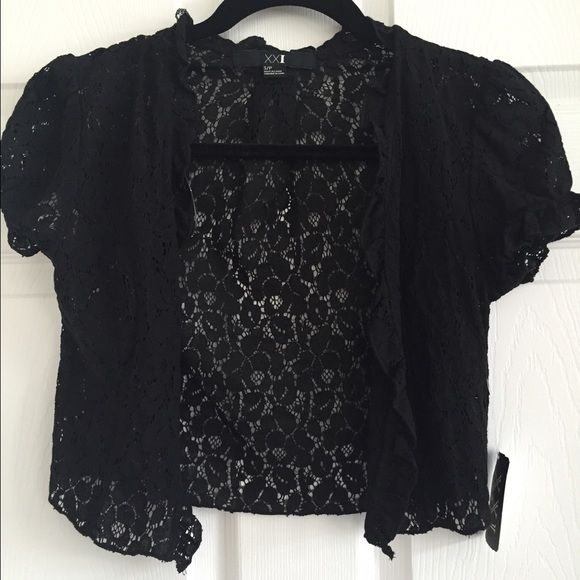 FOREVER 21 lace cap sleeve shrug ruffle NEW New with tags forever 21 cap sleeve black lace shrug. Has Ruffe edge. Adorable! Forever 21 Jackets & Coats