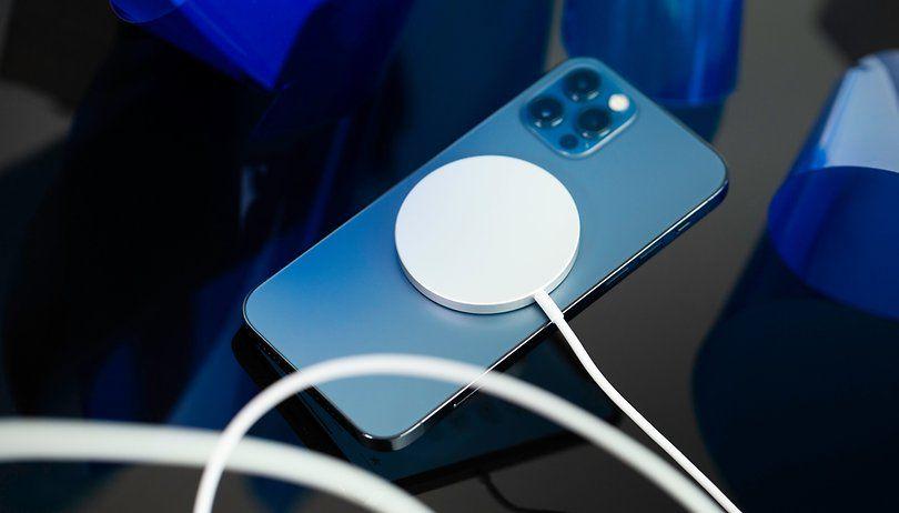 أظهرت دراسة طبية حديثة أن خاصية Magsafe المدمجة في Iphone 12 يمكنه على ما يبدو إلغاء تنشيط أجهزة تنظيم ضربات القلب المزروعة ك In 2021 Tv Remote Remote Control Magsafe